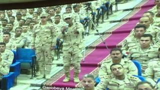 شاهد..جندي يلقي قصيدة شعرية يتحدث فيها عن مصر وسط تصفيق حار من زملائه