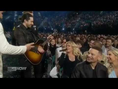 Kelly Clarkson Opens Billboard Music Awards with Medley of Hit Songs