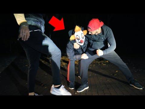 killer clown ko geschlagen    faxxentv