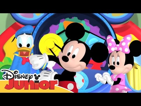 Mickey Mouse Clubhouse Hot Dog Dance | Disney Junior Africa