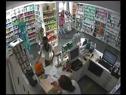 rapina farmacia repubblica milano