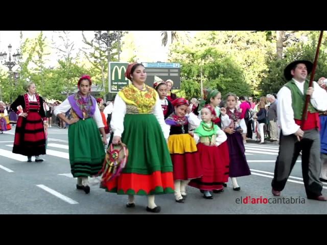 Así lució el folclore cántabro en Santander durante el pasacalles del Día de las Instituciones de Cantabria