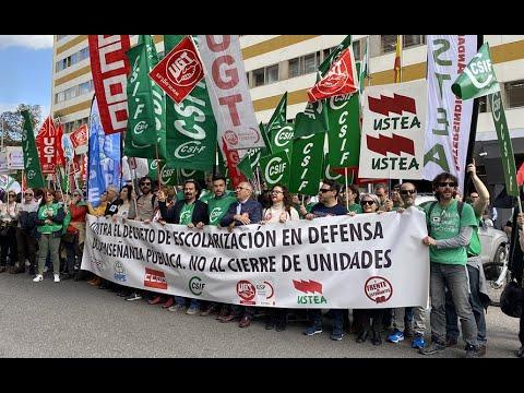 Seis mil personas participan en la manifestación por la escuela pública y contra el decreto de escolarización