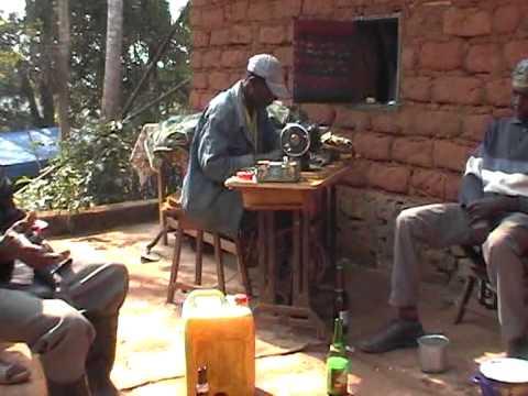 CHARLIE DECO DONDJOU VOUS PRESENTE LES FUNERAILLES A FOTCHOULI-DSCHANG PAR FOTO OUEST CAMEROUN