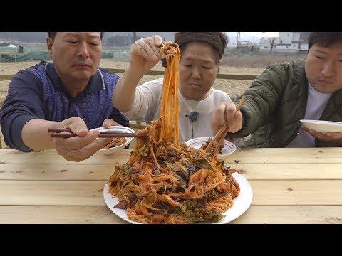 싱싱한 회로 만든 매콤달콤 [[회국수(Spicy noodles with raw fish)]] 요리&먹방!! - Mukbang eating show