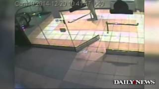 Raw: Cop killer Ismaaiyl Brinsley inside Atlantic Mall in Brooklyn