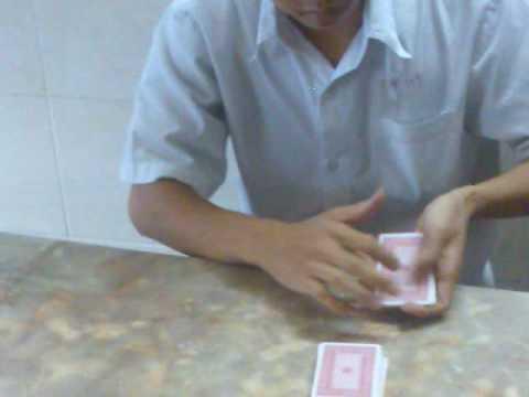 ảo thuật lá bài lên đầu