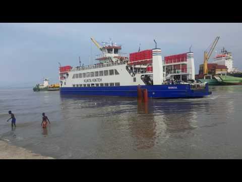 Arrivée du ferry au port Banjul Gambie