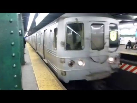 IND 6th Ave Line: R46 R Train at West 4th St (Weekend-Brooklyn Bound)