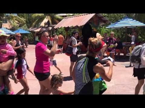 Party with Micky and Minni at Castaway Cay Island 2