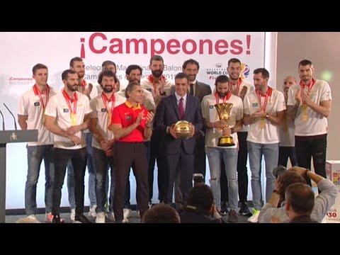 Los Reyes y Sánchez reciben a la selección española de baloncesto