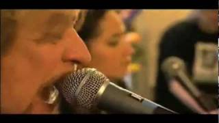 Daryl Hall -  KT Tunstall - Kiss On My List - Live From Daryl