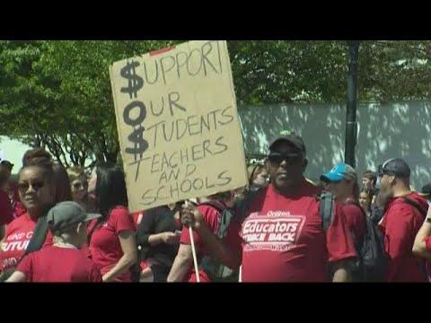 Teachers begin rallies around Oregon calling for more school funding