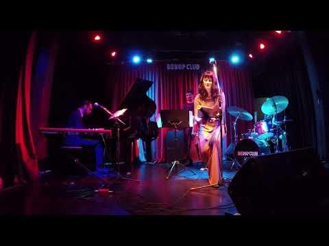 Laura González + Ernesto Amstein trio - Close to you