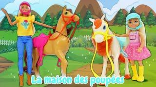 Le déballage de Barbie et les chevaux. Vidéo avec les jouets pour enfants.