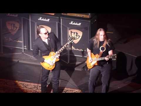 Joe Bonamassa with Guest Greg Martin in Nashville P1010250.MOV