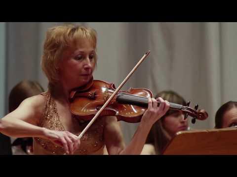 Elena Denisova con orchestra da camera di Minsk / Direttore Evgeny Bushkov