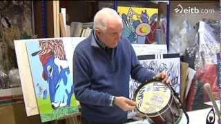 Visitamos al artista que pinta el Tambor de Oro de Donostia