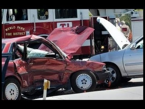 Auto accident lawyer reviews left turn car accidents: Burbank, Glendale, La Cresenta-Montrose