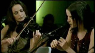 Toss the Feathers is a traditional Irish folk tune, typically playe...