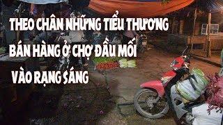 Trang dem cung nhung phu nu muu sinh o cho rau qua dau moi Xuan Dinh