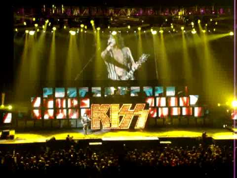 KISS in london.ontario LIVE (LOVE GUN)