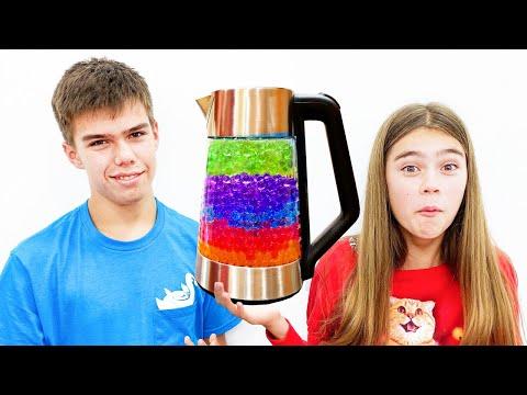 Настя и Артем меняются - шоколад на новые игрушки