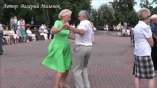 Танцуем в парке под красивую музыку! Music! Dance!