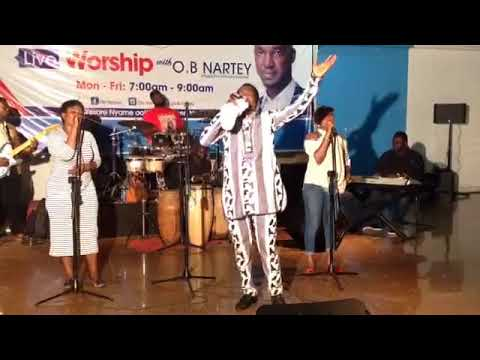 🔥🔥😘Waoo... Watch Apostle Paul Oko Hackman With OB NARTY Live Worship From Vision-1 fm 93.5.