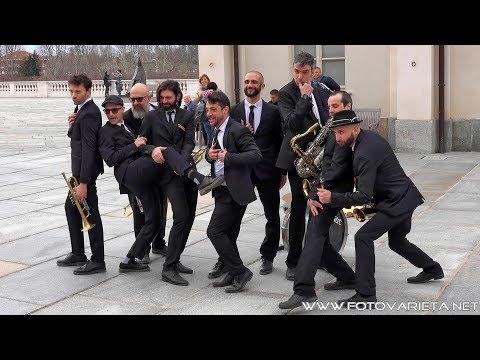 Bandakadabra Italian urban brass band, complesso musicale che unisce buona musica con umorismo