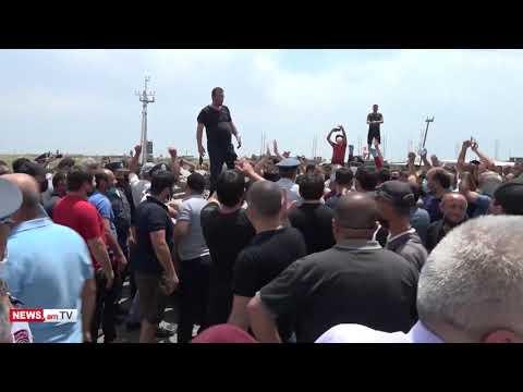 Տեսանյութ.«Մեյմանդարի» շուկայում մեքենա շրջած անձինք բերման են ենթարկվել ոստիկանություն․ կան ձերբակալվածներ