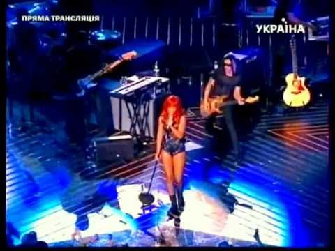 Rihanna - Performing Love The way you Lie Part 2 LIVE