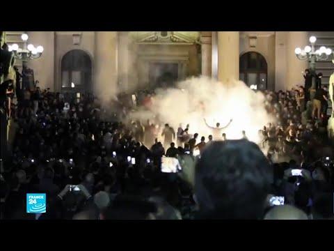صربيا: احتجاجات عنيفة ضد قرار الحكومة إعادة فرض حظر التجول لوقف الانتشار -المريع- لفيروس كورونا  - نشر قبل 5 ساعة