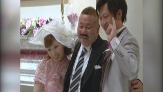母のウエディングドレスを着た娘の結婚式