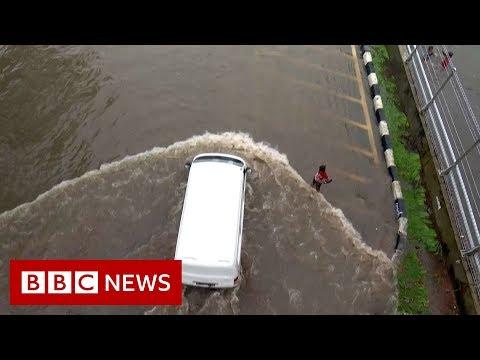 Jakarta floods: Thousands of people evacuated - BBC News