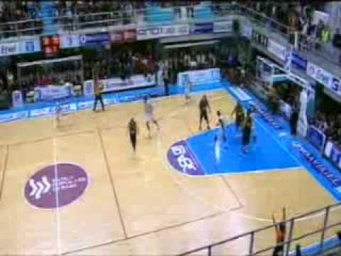 Joe Crispin goes pacciu - New Basket Brindisi vs Scafati Basket (19/12/2009)