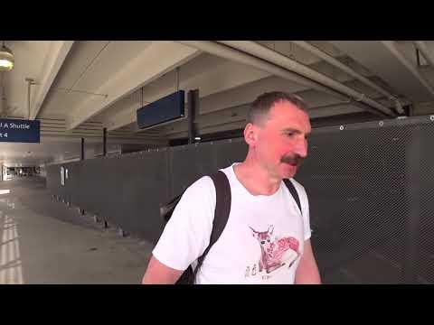 Наташа встречает мужа в аэропорту - иммигрантовоз выходит на линию