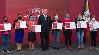 Escuelas reciben premios del sorteo del avión presidencial. Conferencia presidente AMLO