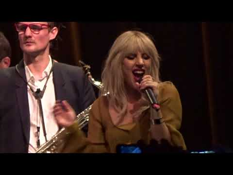 00022 Lady Gaga With Brian Newman - I Can't Give You Anything But Love