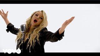 Смотреть клип Leah Turner - Blah Blah Blah