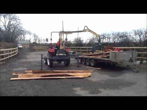 TeRaW Log Crane Unloading Wood fromTrailer