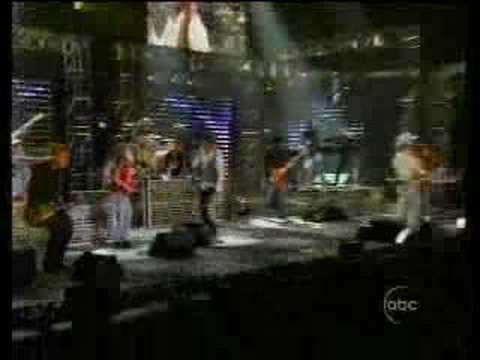 Chelsea Performs at the CMA's with Big and Rich