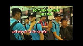 Tuyển Việt Nam ngái ngủ ra sân bay đi Indonesia, Hải Quế tát yêu Văn Toàn | Ted Trần TV