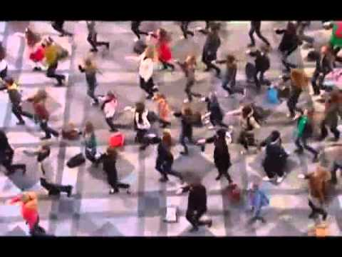 Little Girl and her Father Start the Best Flash Mob! ... SHARE!