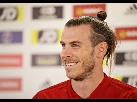 Gareth Bale has a few press conferences giggles