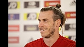 Gareth Bale has a few press conferences giggles