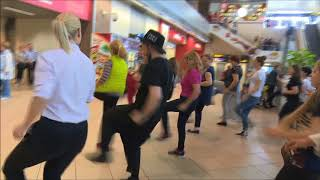 Zumba Fitness Flashmob in Aeroport Otopeni