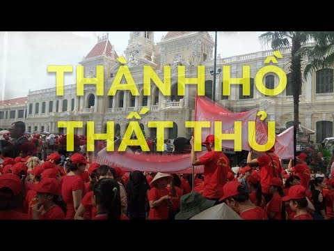 Trụ sở UBND TP.HCM tê liệt vì bị hàng ngàn người biểu tình bao vây