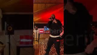 Patron - Güzel Kızlar Patron Dinler - Vodafone Freezone Evde Napiiim Konseri Resimi