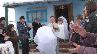 Молодые после выкупа невесты  едут в ЗАГС